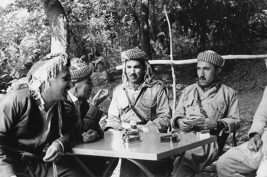 Iraq 1974 <br /> The resumption of hostilities, near Nawpurdan, meeting at the headquarter of Mustafa Barzani   <br /> Irak 1974 <br /> La reprise de la lutte armée, pres de Nawpurdan, membres de l'etat-major du general Barzani, a droite, Dr.Mahmoud Osman