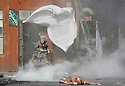 21/08/12 - AURILLAC - CANTAL - FRANCE - 27e Festival de Theatre de rue d Aurillac. ECLAT 2012 Rue de la Chute par la troupe Royal de Luxe - Photo Jerome CHABANNE