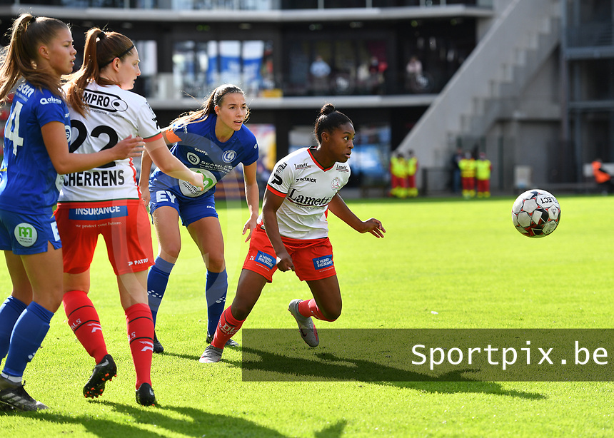 Gent's Lyndsey Van Belle (14) , Essevee's Anne-Lore Scherrens , Gent's Silke Vanwynsberghe (21)  and Essevee's Esther Buabadi pictured watching the ball during a female soccer game between Zulte Waregem and the KAA Gent Ladies on the fourth matchday of the 2020 - 2021 season of Belgian Scooore Womens Super League , saturday 10 October 2020  in Waregem , Belgium . PHOTO SPORTPIX.BE | SPP | DAVID CATRY