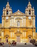 Malta, Mdina: Karrozzin vor der Kathedrale St. Peter und Paul | Malta, Mdina: karrozzin in front of St. Peter and Paul cathedral