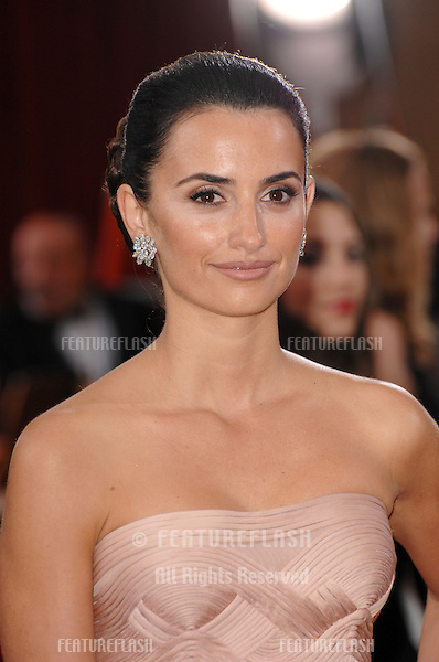 Penelope Cruz at the 79th Annual Academy Awards at the Kodak Theatre, Hollywood..February 26, 2007  Los Angeles, CA.Picture: Paul Smith / Featureflash