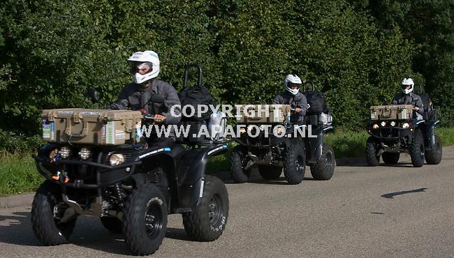 Zevenaar 310810 De drie Australiers op hun quad-tocht van Istanboel naar Sydney<br /> Foto Frans Ypma APA-foto
