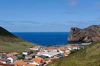 Siedlung in Velas auf der Insel Sao Jorge, Azoren, Portugal