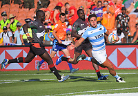 Felipe del Mestre (Argentina) scores a try during the men's 7th place playoff against Fiji. Day two of the 2020 HSBC World Sevens Series Hamilton at FMG Stadium in Hamilton, New Zealand on Sunday, 26 January 2020. Photo: Dave Lintott / lintottphoto.co.nz