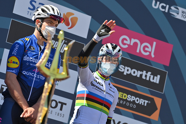 World Champion Julian Alaphilippe (FRA) Deceuninck-Quick Step at sign on before the start of Stage 6 of Tirreno-Adriatico Eolo 2021, running 169km from Castelraimondo to Lido di Fermo, Italy. 15th March 2021. <br /> Photo: LaPresse/Gian Mattia D'Alberto | Cyclefile<br /> <br /> All photos usage must carry mandatory copyright credit (© Cyclefile | LaPresse/Gian Mattia D'Alberto)