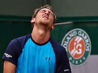 Paris, France, 24 June, 2016, Tennis, Roland Garros,  Thiemo de Bakker (NED) gets frustrated<br /> Photo: Henk Koster/tennisimages.com