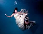 Amanda Nalley underwater bridal portrait.