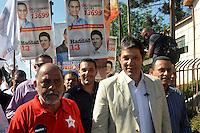 SAO PAULO, SP, 09 DE AGOSTO 2012 – O candidato a prefeitura de Sao Paulo Fernando Haddad (PT) participou nesta tarde de caminhada pelas ruas de Itaqeura, zona leste da capital. (FOTO: THAIS RIBEIRO / BRAZIL PHOTO PRESS).