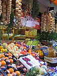 CHE, Schweiz, Tessin, Lugano (Altstadt): Obst- + Gemüse Verkauf in der Via Pessina | CHE, Switzerland, Ticino, Lugano (Old Town): fruit + veggies at Via Pessina