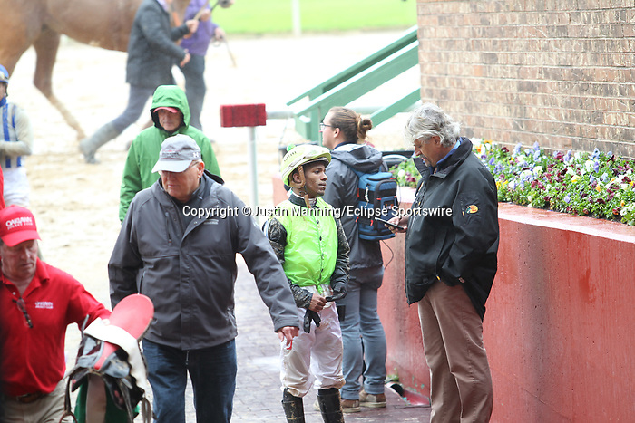 March 14, 2020: Jockey Ricardo Santana Jr. talking with trainer Steve Asmussen after the 5th race at Oaklawn Racing Casino Resort in Hot Springs, Arkansas. ©Justin Manning/Eclipse Sportswire/CSM