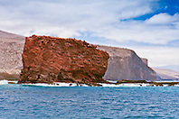 Pu'u Pehe aka Sweetheart Rock, Hulopoe Bay, South Lāna'i, Lāna'i aka Pineapple Island because of its past as an island-wide pineapple plantation of Dole, the sixth-largest island of the Hawaiian Islands, Hawaii, USA, Pacific Ocean