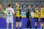 Patrick Wiesmach (DHfK Leipzig Nr.4) und Lukas Nilsson (Rhein Neckar Löwen Nr.65) diskutieren, wer zuletzt am Ball war, im Hintergrund Joel Birlehm (DHfK Leipzig Nr.35) und Uwe Gensheimer (Rhein Neckar Löwen Nr.3)  - beim Bundesligaspiel: Rhein Neckar Loewen gegen SC DHfK Handball Leipzig am 15.10.2020 in der SAP-Arena in Mannheim<br /> <br /> Foto © PIX-Sportfotos *** Foto ist honorarpflichtig! *** Auf Anfrage in hoeherer Qualitaet/Aufloesung. Belegexemplar erbeten. Veroeffentlichung ausschliesslich fuer journalistisch-publizistische Zwecke. For editorial use only.