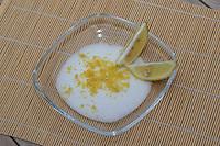 Zitronenzucker, Zitronen-Zucker aus geriebener Zitronenschale und Zucker, Zitrone, Citrus limon, Lemon