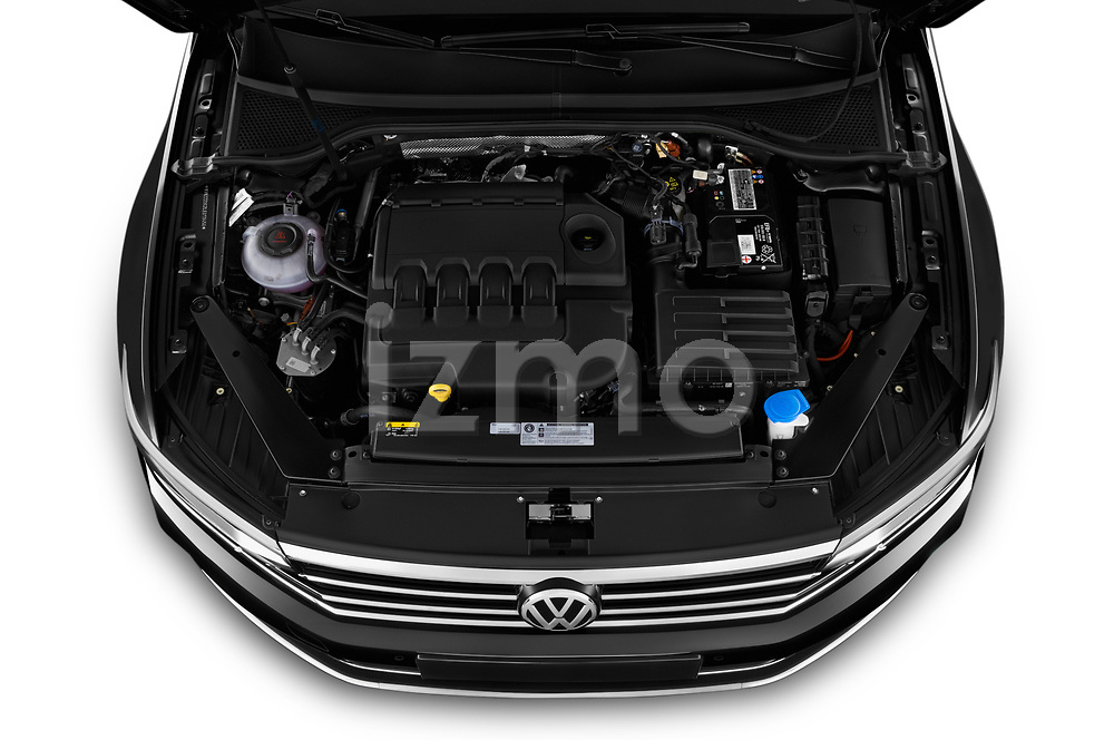 Car Stock 2020 Volkswagen Passat-Variant Elegance-Business 5 Door Wagon Engine  high angle detail view