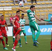 BOGOTÁ - COLOMBIA, 28-10-2018:Juan Mahecha (Der.) jugador de La Equidad  disputa el balón con Ramiro Fergonzi (Izq.) jugador de Patriotas Boyacá durante partido por la fecha 17 de la Liga Águila II 2018 jugado en el estadio Metropolitano de Techo de la ciudad de Bogotá. /Juan Mahecha (R) player of La Equidad fights for the ball with Ramiro Fergonzi (L) player of Patriotas Boyaca during the match for the date 17 of the Liga Aguila II 2018 played at the Metropolitano de Techo Stadium in Bogota city. Photo: VizzorImage / Felipe Caicedo / Staff.