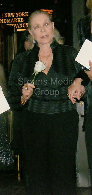 NEW YORK - OCTOBER 30,2007: Lauren Bacall and Oscar de la Renta in New York City<br /> <br /> People:  Lauren Bacall