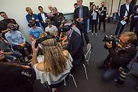 """Bundesinnenminister Lothar de Maiziere besucht die Stasi-Gedenkstaette in Berlin-Hohenschoenhausen.<br /> Am Montag den 4. September 2017 besuchte der Bundesinnenminister die Stasi-Gedenkstaette in Berlin-Hohenschoenhausen. Er wurde am Eingangstor vom Gedenkstaettendirektor Hubertus Knabe begruesst und besichtigte im Anschluss das ehemalige Kellergefaengniss des sowjetischen und des DDR-Staatssicherheitsdienstes. Danach nahm er an einem Schuelerseminar zum Thema Linksextremismus mit einer Gruppe Schuelerinnen und Schueler der 9. und 10. Klasse der Gesamtschule Obersberg aus Bad Hersfeld teil.<br /> Im Bild: Der Innenminister schaut einen 3D-Film zum Thema """"Linksextreme Gewalt bim G20-Gipfel in Hamburg 2017"""".<br /> 4.9.2017, Berlin<br /> Copyright: Christian-Ditsch.de<br /> [Inhaltsveraendernde Manipulation des Fotos nur nach ausdruecklicher Genehmigung des Fotografen. Vereinbarungen ueber Abtretung von Persoenlichkeitsrechten/Model Release der abgebildeten Person/Personen liegen nicht vor. NO MODEL RELEASE! Nur fuer Redaktionelle Zwecke. Don't publish without copyright Christian-Ditsch.de, Veroeffentlichung nur mit Fotografennennung, sowie gegen Honorar, MwSt. und Beleg. Konto: I N G - D i B a, IBAN DE58500105175400192269, BIC INGDDEFFXXX, Kontakt: post@christian-ditsch.de<br /> Bei der Bearbeitung der Dateiinformationen darf die Urheberkennzeichnung in den EXIF- und  IPTC-Daten nicht entfernt werden, diese sind in digitalen Medien nach §95c UrhG rechtlich geschuetzt. Der Urhebervermerk wird gemaess §13 UrhG verlangt.]"""
