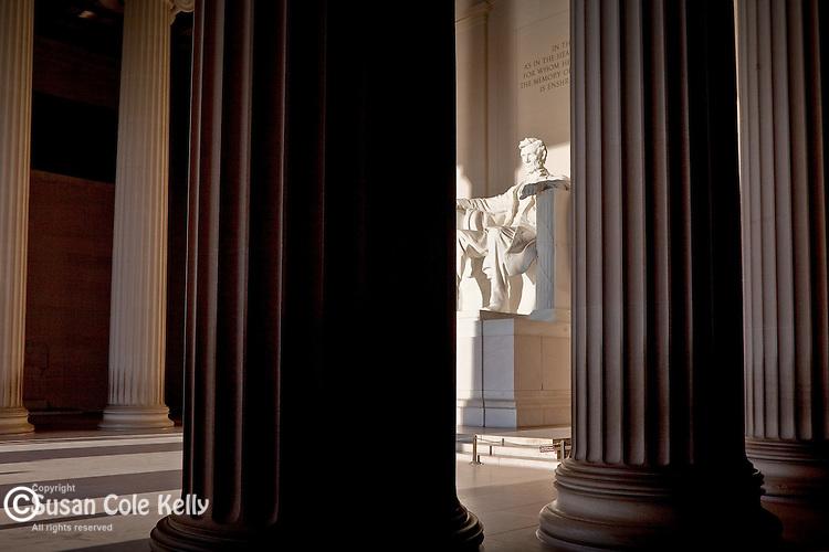 Early light illuminates the Lincoln Memorial in Washington, DC, USA