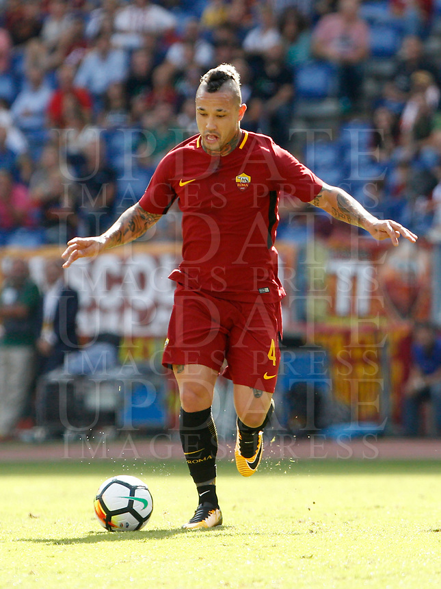 Calcio, Serie A: Roma vs Udinese. Roma, stadio Olimpico, 23 settembre 2017.<br /> Roma's Radja Nainggolan in action during the Italian Serie A football match between Roma and Udinese at Rome's Olympic stadium, 23 September 2017. Roma won 3-1.<br /> UPDATE IMAGES PRESS/Riccardo De Luca