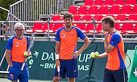 Moscow, Russia, 13 th July, 2016, Tennis,  Davis Cup Russia-Netherlands, Training Dutch team, Coach Martin Bohm (L) with Captain Jan Siemerink and in the middle Robin Haase (NED)<br /> Photo: Henk Koster/tennisimages.com