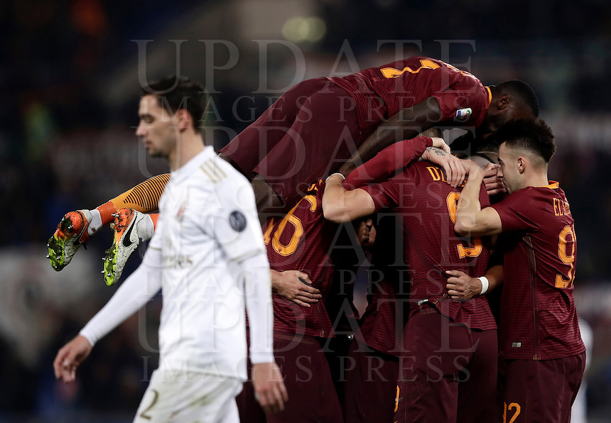Calcio, Serie A: Roma vs Milan. Roma, stadio Olimpico, 12 dicembre 2016.<br /> Roma's players celebrate after Radja Nainggolan scored the winning goal as Milan's Mattia De Sciglio, left, reacts during the Italian Serie A football match between Roma and AC Milan at Rome's Olympic stadium, 12 December 2016. Roma won 1-0.<br /> UPDATE IMAGES PRESS/Isabella Bonotto