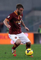 Calcio, Serie A: Roma vs ChievoVerona. Roma, stadio Olimpico, 31 ottobre 2013.<br /> AS Roma midfielder Daniele De Rossi in action during the Italian Serie A football match between AS Roma and ChievoVerona at Rome's Olympic stadium, 31 October 2013.<br /> UPDATE IMAGES PRESS/Isabella Bonotto
