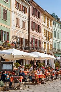 Italy, Piedmont, Orta San Giulio: restaurants in old town at Piazza Mario Motta   Italien, Piemont, Orta San Giulio: Restaurants im Zentrum der Altstadt auf der Piazza Mario Motta