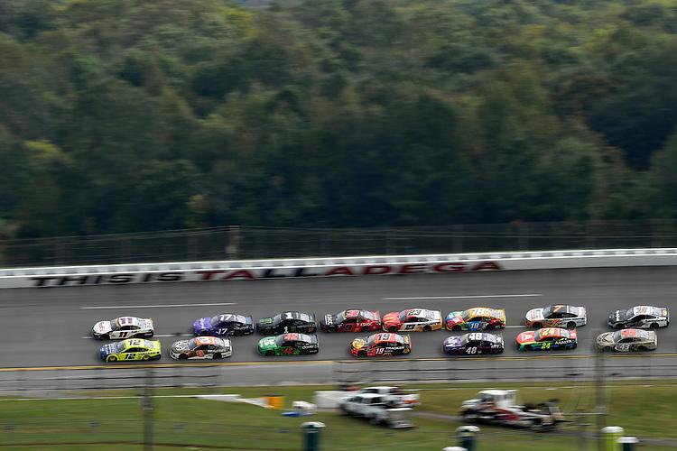 #12: Ryan Blaney, Team Penske, Ford Mustang Menards / Maytag and #11: Denny Hamlin, Joe Gibbs Racing, Toyota Camry FedEx Express