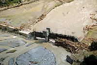 - flood in Valtellina, hydroelectric plant in the bed of Adda river (July 1987)....- alluvione in Valtellina,  impianto idroelettrico nel letto del fiume Adda (luglio 1987)
