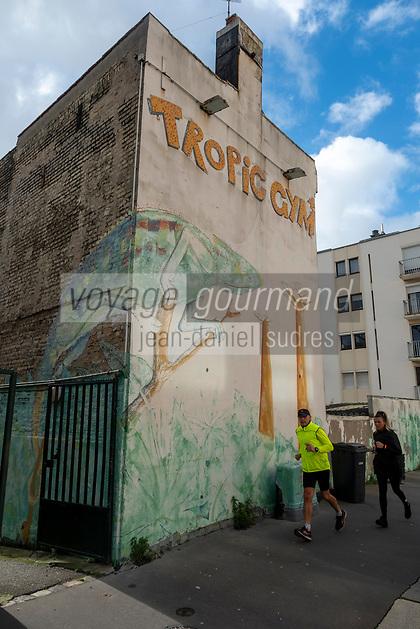 Europe/France/Haute-Normandie/Le Havre : Rue Frédéric Bellanger- Mur peint et joggers  //  <br /> Europe / France / Upper-Normandy / Le Havre: Frédéric Bellanger Street- Painted wall and joggers