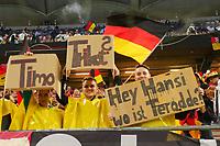 Fan fordert die Nominierung von Simon Terodde - Hamburg 08.10.2021: Deutschland vs. Rumänien, Volksparkstadion Hamburg