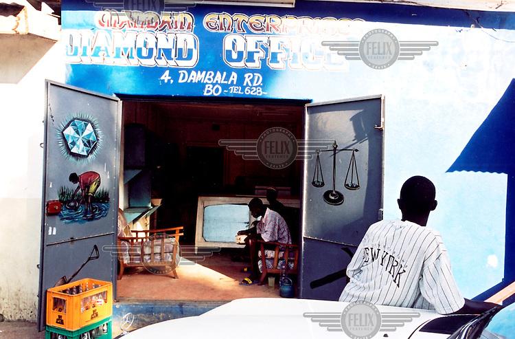 ©Teun Voeten/Panos Pictures..Sierra Leone. Dimond dealer in Bo..
