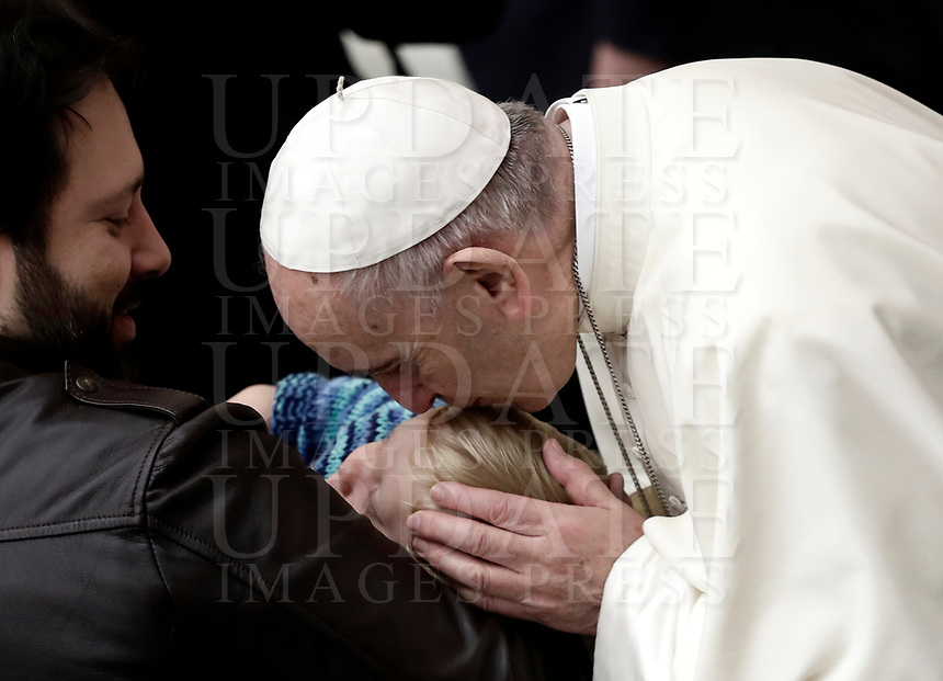 Papa Francesco bacia un bambino al termine dell'Udienza Generale del mercoledi' in aula Paolo VI in Vaticano, 3 gennaio 2018.<br /> Pope Francis kisses a child at the end of his weekly general audience in Paul VI Hall at the Vatican, on January 3, 2018.<br /> UPDATE IMAGES PRESS/Isabella Bonotto<br /> <br /> STRICTLY ONLY FOR EDITORIAL USE