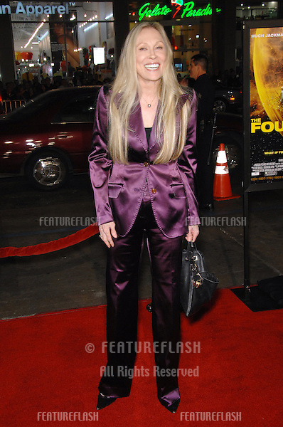 """FAYE DUNAWAY at the US premiere of """"The Fountain"""" at Grauman's Chinese Theatre, Hollywood..November 11, 2006  Los Angeles, CA.Picture: Paul Smith / Featureflash"""