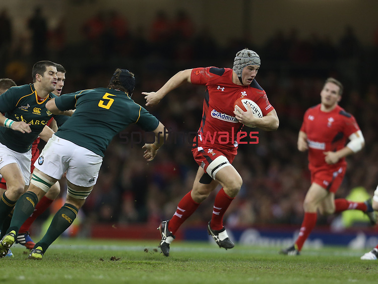 Wales center Jonathan Davies finds a gap in the Springok defence.<br /> <br /> 2013 Dove Men Series<br /> Wales v South Africa<br /> Millennium Stadium<br /> 09.11.13<br /> ©Steve Pope-Sportingwales