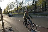 AMSTERDAM-HOLANDA-  Ciclista en una de las ciclorutas que conducen al centro de la ciudad./ Cyclist  on a bike path that leads to the city center. Photo: VizzorImage/STR