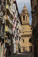 Espagne, Navarre, Pampelune,   Calle de la Curia et Cathédrale Sainte-Marie de Pampelune, // Spain, Navarra, Pamplona,  Calle de la Curia and Pamplona Cathedral