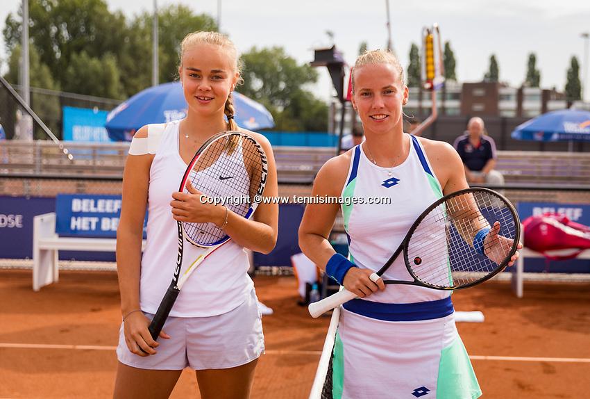 Amstelveen, Netherlands, 1 August 2020, NTC, National Tennis Center, National Tennis Championships, After the toss the finalists womens single final: Bente Spee (NED) (L) vs Richel Hogenkamp (NED)