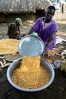 ETHIOPIA, Gambela, village Gog Dipach, maize harvest, woman winnowing corn to seperate corn from chaff / AETHIOPIEN, Gambela, Dorf GOG DIPACH der Ethnie ANUAK, Maisernte, Frau trennt Spreu vom Maiskorn
