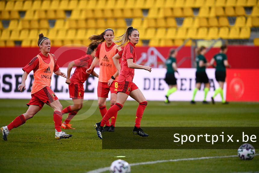 Tessa Wullaert (9) of Belgium with Lenie Onzia (8) of Belgium and Laura Deloose (22) of Belgium  pictured during the warming up of a friendly female soccer game between the national teams of Germany and  Belgium , called the Red Flames  in a pre - bid tournament called Three Nations One Goal with the national teams from Belgium , The Netherlands and Germany towards a bid for the hosting of the 2027 FIFA Women's World Cup , on Sunday 21 st of February 2021  in Aachen , Germany . PHOTO SPORTPIX.BE | SPP | STIJN AUDOOREN