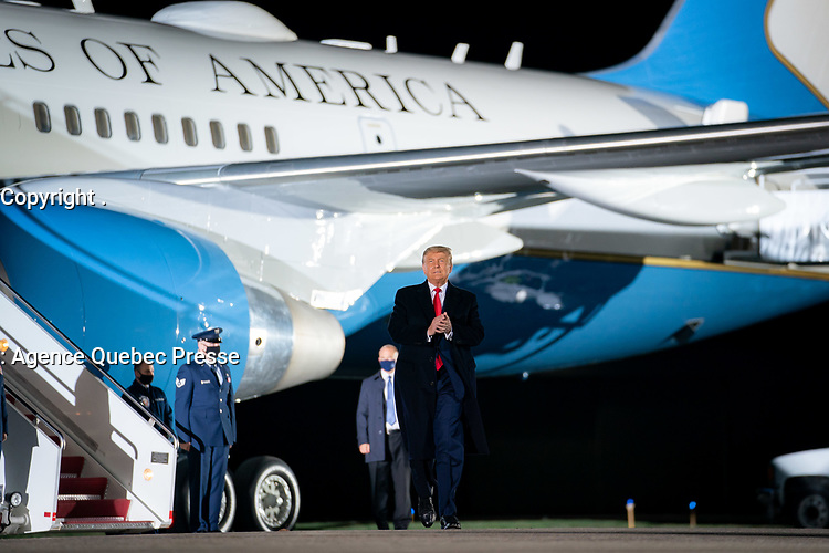 President Trump Travels to Pennsylvania<br /> <br /> President Donald J. Trump disembarks Air Force One Tuesday, Oct. 20, 2020, at Erie International Airport in Erie, Pa. (Official White House Photo by Tia Dufour)