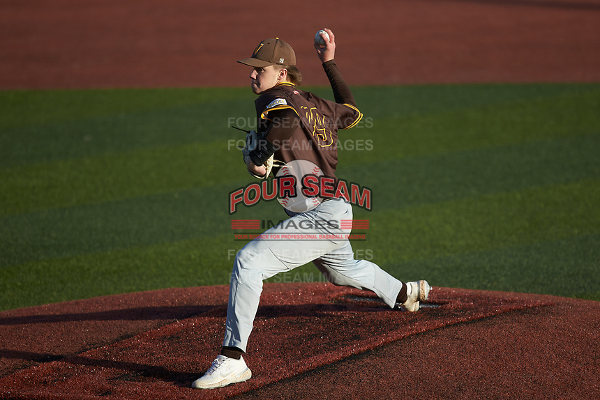 Valparaiso Crusaders relief pitcher Ryan Mintz (39) in action against the Western Kentucky Hilltoppers at Nick Denes Field on March 19, 2021 in Bowling Green, Kentucky. (Brian Westerholt/Four Seam Images)