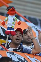 TUNJA - COLOMBIA -14 -02-2016: Hinchas de Boyaca Chico FC, animan a su equipo durante partido entre Boyaca Chico FC y Alianza Petrolera,por la fecha 3 de la Liga Aguila I-2016, jugado en el estadio La Independencia de la ciudad de Tunja. / fans of Boyaca Chico FC, cheer for their team ,during a match between Boyaca Chico FC and Alianza Petrolera,for the date 3 of the Liga Aguila I-2014 at the La Independencia  stadium in Tunja city, Photo: VizzorImage  / Cesar Melgarejo / Cont.