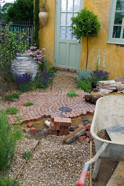 Building a patio with brick pavers 37692