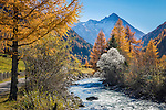 Austria, East-Tyrol, autumn scenery at Gschloess Valley near Matrei: mountain torrent Gschloessbach and High Tauern mountains | Oesterreich, Osttirol, Herbststimmung im Gschloesstal bei Matrei: der Gschloessbach bei Aussergschloess und Hohe Tauern