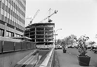 Construction au centre-ville de Montréal dans les années 80.<br /> <br /> René Levesque et Peel, Oct 1984