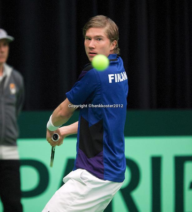 10-02-12, Netherlands,Tennis, Den Bosch, Daviscup Netherlands-Finland, Loting,   Juho Paukku