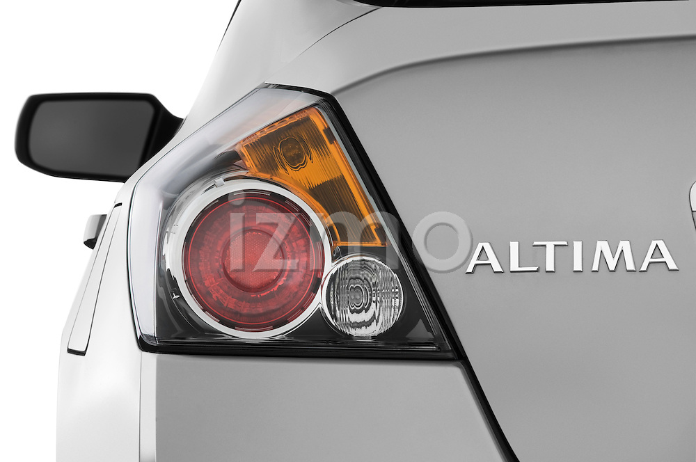 Tail light close up detail view of a 2009 Nissan Altima Hybrid