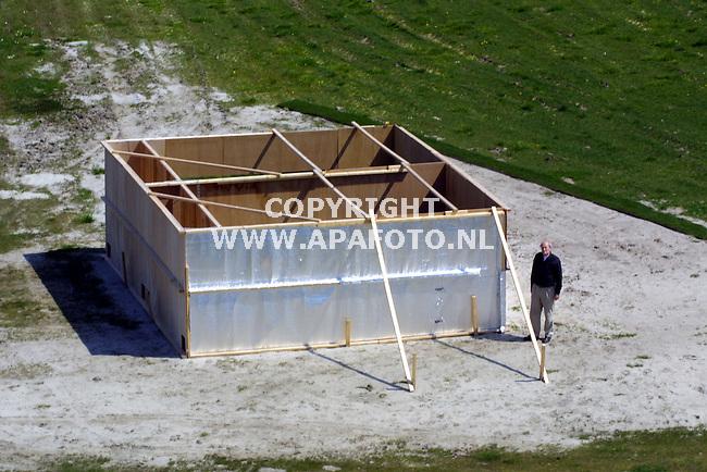 Biddinghuizen , 090501  Foto: Koos Groenewold/ APA <br />`In de middle of nowhere staat een `schaalmodel` van de Amsterdam Arena. ``