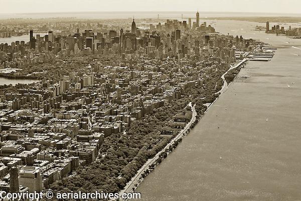 aerial photograph Hudson River, Riverside Park, Henry Hudson Parkway, West Side Highway, Manhattan, New York City